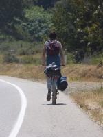 dieser junge Londoner fuhr mit genau soviel Gepäck quer durch die Staaten! :D