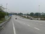 6 Spuren, aber kein Verkehr, so stellt wuenscht man sich eine Stadteinfahrt :)